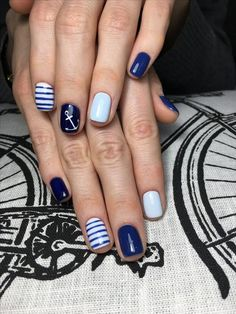 Lustige Marine Style Nail Art Design-Ideen - Nails Art - Make-up Nautical Nail Designs, Nautical Nail Art, Beach Nail Designs, Cool Nail Designs, Anchor Nail Designs, Gorgeous Nails, Pretty Nails, Anchor Nail Art, Marine Nails