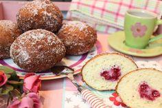 Kreppel, Krapfen oder Berliner Pfannkuchen. Viele Namen und doch das gleiche Low Carb Backwerk... 6 Stück 250 g Quark 20% 3 Eier Größe M 25 g Kokosmehl 15