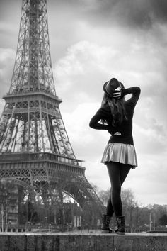 Eiffle Tower and a girl in a hat - black and white photography. Photo by Christophe Lecoq Couple Photography Poses, Paris Photography, Paris Black And White, White Art, Best Vacation Destinations, Photo Portrait, Paris Photos, Man Photo, Paris Travel