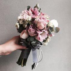 주문 레슨문의 Katalk ID vanessflower52 #vanessflower #vaness #flower #florist #flowershop #handtied #flowergram #flowerlesson #flowerclass #바네스 #플라워 #바네스플라워 #플라워카페 #플로리스트 #꽃다발 # #부케 #원데이클래스 #플로리스트학원 #화훼장식기능사 #플라워레슨 #플라워아카데미 #꽃스타그램 . . . #부케 #bouquet #빈티지부케 . . 색감이 매력적인 부케