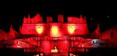 Sicily, Messina Solo questa terra offre scenografie storiche a spettacoli di arte e cultura. Scenari e architetture passate rendono oggi questi luoghi, spettacoli negli spettacoli. Il teatro: recita della vita. Sicilia Bedda. Casa. La mia. Ph FG