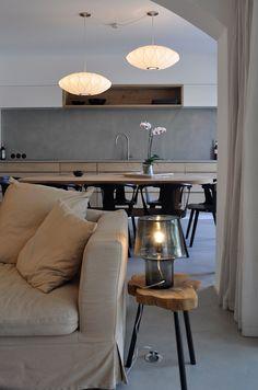 Maison gris Perle à Port-Grimaud   Marius Aurenti Decor, Furniture, Conference Room, House Design, Room, Table, Home Decor, Inside, Conference Room Table