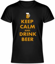 UNISEX tričko Keep calm and drink beer - tričko zachovaj pokoj a daj si pivo, je tričko s originálnym motívom. Tričká sú dostupné vo viacerých veľkostiach. Tričká Keep calm and drink beer sú vyrobené z kvalitnej 100% bavlny. Zoberte si svoje obľúbené tričko na pivo a ukážte, že ste ozajsný pivný gurmán.