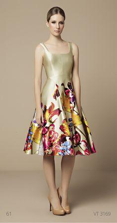 Mabel Magalhães se especializa en vestidos actuales y el. Lovely Dresses, Elegant Dresses, Beautiful Outfits, Floral Fashion, Fashion Dresses, Mode Style, Dress Patterns, Dress To Impress, Evening Dresses