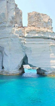 The stunning rock formations of Milos island❤