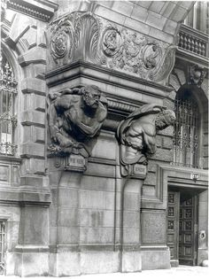 Berlin, Französische Straße, Entrance below the flying buttress / Eingang am Schwibbogen – 1930   von Deutsche Bank