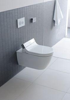 SensoWash® Starck. Pures Wohlgefühl im besten Design.  Das Badezimmer ist für Philippe Starck kein Neuland. Hat er doch für Duravit durchaus legendäre Produkte kreiert – und damit Designgeschichte geschrieben. Jetzt hatte Starck die Vision eines völlig neuen WC-Sitz- Designs, gepaart mit höchstem Reinigungskomfort. Das Ergebnis ist SensoWash® Starck – ein außergewöhnlicher Dusch-WC-Sitz, gestaltet von einem renommierten Designer.