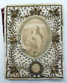 Principal - Escapulario Santa Teresa de Jesús con reliquia silla seda bordada hilo metálico aplicaciones S XIX