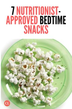 Read on for delicious nutritionist-approved snacks next time you're feeling hungry before heading off to dreamland. Healthy Dorm Eating, Clean Eating Desserts, Healthy Eating Recipes, Healthy Breakfast Recipes, Diabetic Desserts, Healthy Breakfasts, Diabetic Recipes, Eating Clean, Night Time Snacks Healthy