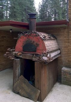 One look at this Wood-Fired Outdoor Pizza Oven and we knew it belonged to a fellow Washingtonian. Somebody got A's in art their classes! BrickWoodOvens.com