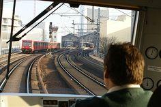 Berlin 2007 Blick aus der Panorama S-Bahn bei der Einfahrt in den Bahnhof Friedrichstrasse.