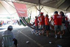 Pregopontocom Tudo: Manifestantes pró e contra impeachment continuam continuam chegando a Brasília...