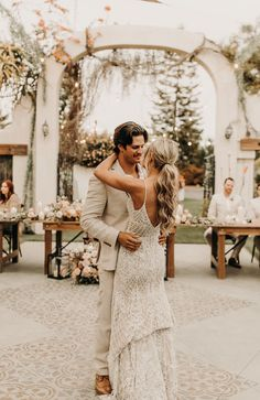 We're holding on to every last bit of summer with this tropical-inspired bohemian wedding. Lush greenery, scenic views, and vibrant pops of color are just a few reasons to fall in love with James & Summer's intimate, love-filled wedding. See more wedding inspiration at rusticweddingchic.com | Photo: @bourdonandco Wedding Night, Boho Wedding, Rustic Wedding, Myrtle Creek, Sky Landscape, Green Gables, Boho Bride, Modern Bohemian, Love At First Sight