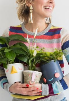 DIY face planters from Oh Happy Day (and other DIY holiday gift ideas that don't suck) Face Planters, Diy Planters, Planter Ideas, Clay Crafts, Diy And Crafts, Crafts For Kids, Diy Holiday Gifts, Diy Gifts, Budget Holiday