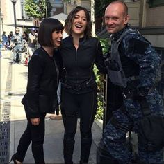 Constance Zimmer (Rosalind Price), Chloe Bennet (Daisy 'Skye' Johnson) and Andrew Howard (Banks) Agents of S. Agents Of Shield Seasons, Marvels Agents Of Shield, Marvel Comics, Marvel Dc, Marvel Actors, Marvel Characters, Series Da Marvel, Shield Cast, Agents Of S.h.i.e.l.d