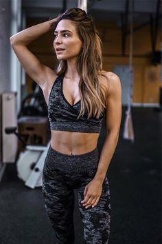 22 Cute Gym Shark Outfit Ideas For Women -. Modelli FitnessDonne FitnessCompleti  Da FitnessAbbigliamento Da PalestraAbiti Da FitnessVestiti ... bb0220e89ed