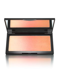 Maximizes skin's glow with vibrant, luminous color Three-in-one color gives the illusion of naturally tanned skin in one swipe Light-diffusing pigments enhance and perfect skin for fresh, natural look