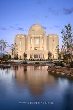 Meridian Temple Twilight Reflection - The Meridian Idaho Temple reflects in a pond at twilight. Unique Buildings, Beautiful Buildings, Beautiful Places, Mormon Temples, Lds Temples, Ancient Greek Architecture, Gothic Architecture, Lds Temple Pictures, Meridian Idaho