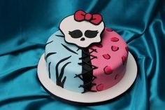 If your little one is looking forward to a monstrously awesome birthday party, check out our Top Ten List of Monster High Cake Ideas! Monster High Birthday Cake, Monster High Cakes, Birthday Cake Girls, Birthday Cakes, 4th Birthday, Birthday Ideas, Sweet 16 Cakes, Cute Cakes, Halloween Wedding Cakes