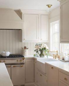 Beige Kitchen Cabinets, Kitchen Reno, New Kitchen, Kitchen Dining, Kitchen Remodel, Kitchen Cabinet Types, Cream Cabinets, English Cottage, Neutral Kitchen