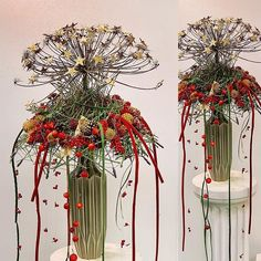 Christmas works in here with a decent hidden Structure and a Heracleum-umbrella with little Bearch stars. Christmas Flower Arrangements, Flower Arrangements Simple, Christmas Flowers, Flower Centerpieces, Flower Decorations, New Years Decorations, Christmas Decorations, All Flowers, Dried Flowers