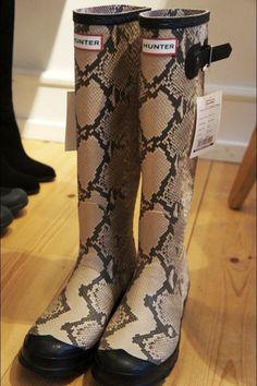 NEW Hunter boots CARNABY SNAKE Skin Rain Boots Size US 7M 8F/ UK 6 /EU 39 #new #hunter #boots #carnaby #snakeskin #rainboots #fashion #animalprint #hunterboots #blackboots