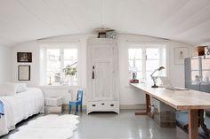 Scandinavian office/bedroom