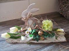 Ostergesteck mit Hase und Tulpen,weiß,Landhaus von ...die mit den Blumen tanzt... auf DaWanda.com