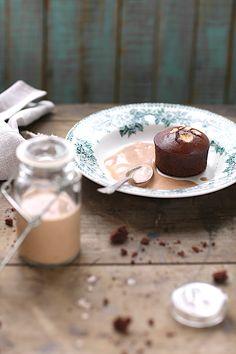 cake au cacao à la farine de pois chiches et coulis de coco à la châtaigne