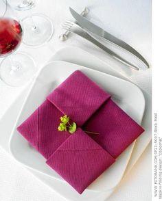Napkin fold #napkinfold #serviette #decoration de table sur notre site: http://www.feezia.com/ #Servietteart