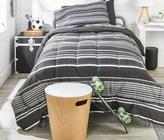 If you know a college skateboard/soccer player who actually keeps their room this neat …. PLEASE tag them below. We'd love to meet them. 😂⚽️ If you're trying to #findyourstyle for your next dorm room, check out our bedding options! 🌟We offer at least 50 solids AND PATTERNS including new stripes and plaids! Feeling creative? You can even mix and match colors in your Value Pak! 🥳 If you don't see it on the site, give us a call and we'll create it with you over the phone. It's that simple!
