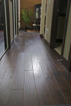 Jasper's Hickory engineered floors have a great satin gloss, and looks great in any home. See for yourself,order 5 free samples and we'll ship them straight to your door!