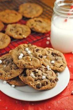 Hot Chocolate Cookies (Substitute: Bob's Red Mill All-Purpose GF Baking Flour) Cookie Desserts, Just Desserts, Cookie Recipes, Delicious Desserts, Dessert Recipes, Yummy Food, Tasty, Sweet Desserts, Cocoa Cookies