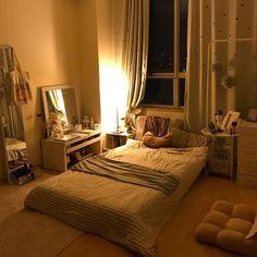 Meu ninho for the home de 2019 cozy apartment decor, bedroom decor e room d Home Bedroom, Bedroom Decor, Bedroom Ideas, Decor Room, Ikea Bedroom, Master Bedroom, Cozy Apartment Decor, Vintage Apartment, Apartment Goals