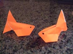 This is a great traditional origami. You fold an origami goldfish and then inflate it! We show you how to fold this origami with detailed instructions and step by step photos. Do make this origami inflatable goldfish! Origami Goldfish, Origami Fish Easy, Origami Turtle, Cute Origami, Diy Origami, Origami Rose Box, Origami Paper Folding, Modular Origami, Origami Balloon