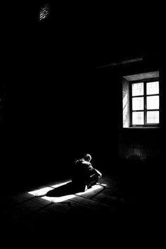يأتي على الناس زمان تكون العافية فيه عشرة أجزاء ، تسعة منها في اعتزال الناس ، وواحدة في الصمت ...  #الإمام_علي