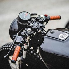 "7,704 curtidas, 14 comentários - Cafe Racers | Customs | Bikes (@kaferacers) no Instagram: ""We are loving these details from Peters Dog Cycles. Sometimes the more simple is always better.…"""