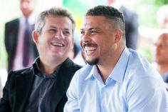 """Ministro diz que Ronaldo ficou """"calado"""" por 5 anos   http://esportes.terra.com.br/futebol/copa-2014/jornal-ministro-rebate-e-lembra-ronaldo-calado-por-5-anos,8c246f6c0dc46410VgnVCM3000009af154d0RCRD.html"""