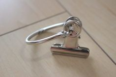 """4 better ideas for using """"card rings"""" than S-shaped hooks Muji Storage, Tool Organization, Organizing Tools, Organising, Neat And Tidy, Natural Garden, Konmari, Home Decor Styles, Keep It Cleaner"""
