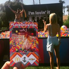 Great Experiential Marketing: Live brand activations at Coachella Festival 2015 Sports Marketing, Street Marketing, Guerilla Marketing, Event Marketing, Marketing Ideas, Online Marketing, Experiential Marketing, Exhibition Display, Exhibition Stands