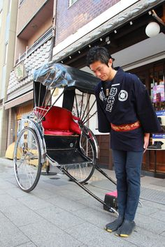 The Asakusa Jidaiya Service ~ Traditional rickshaw tours. The drivers who pull the rickshaws have extensive knowledge of Asakusa and they can offer an in-depth tour filled with fun facts and history of the area. All About Japan, Sea Of Japan, Japan Guide, Nihon, Tokyo Japan, Japanese Culture, Japan Travel, Anime Manga, In This World