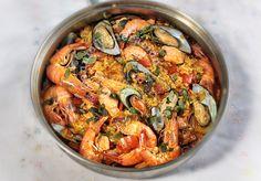 Seafood Arroz a la Valenciana (Filipino-style Paella) - CASA Veneracion Best Paella Recipe, Filipino Dishes, Filipino Recipes, Filipino Food, Pinoy Food, Filipino Christmas Recipes, Pinoy Recipe, Filipino Desserts, Rice