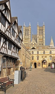 Castle Square in the heart of Lincoln's Cathedral Quarter.  Photo: Ben Abel (benbobjr) on Flickr.
