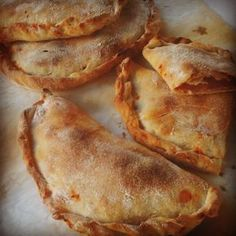 yoğurt ve sos mortadella domates Calzone Sweets Recipes, Snack Recipes, Cooking Recipes, Food Network Recipes, Food Processor Recipes, Cyprus Food, The Joy Of Baking, Bistro Food, The Kitchen Food Network