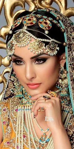 29 Ideas south indian bridal jewelry sets pearls for 2019 Indian Bridal Jewelry Sets, Bridal Jewellery, Gold Jewellery, Asian Bridal, Exotic Beauties, Bride Makeup, Wedding Makeup, Pakistani Bridal, Indian Girls