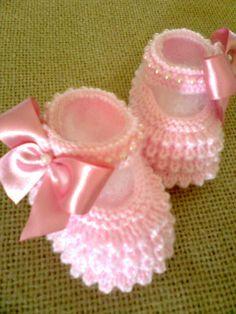 Cool Crochet Patterns & Ideas For Babies Knit Baby Shoes, Knit Baby Booties, Crochet Baby Clothes, Newborn Crochet, Baby Knitting Patterns, Baby Cardigan Knitting Pattern, Baby Patterns, Crochet Patterns, Booties Crochet