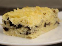 250 gr taietei lati, 25 gr unt topit, 4 oua, 175 g. Romanian Food, Spanakopita, Vegan Recipes, Vegan Food, Gem, Food And Drink, Sweets, Chocolate, Cooking