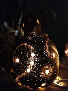 Ateliê Pingos di Arte: Luminária produzida com cabaça