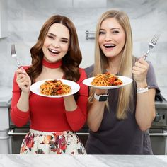 Rosanna Pansino and iJustine make Pasta Puttanesca from a Series of Unfortunate Events on Nerdy Nummies Rosanna Pansino Nerdy Nummies, Justine Ezarik, Pasta Puttanesca, A Series Of Unfortunate Events, Homemade Pasta, Cute Food, Dinner, Cooking, Breakfast
