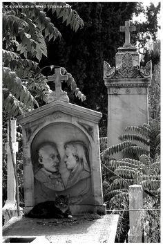 Πρώτο Νεκροταφείο Αθηνών. The First Cemetery of Athens, Greece.  The First Cemetery of Athens opened in 1837 and soon became a luxurious cemetery for famous Greeks and foreigners.  Copyright: Jordan Kevrekidis